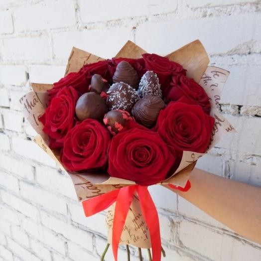 Сладкая клубника и розы