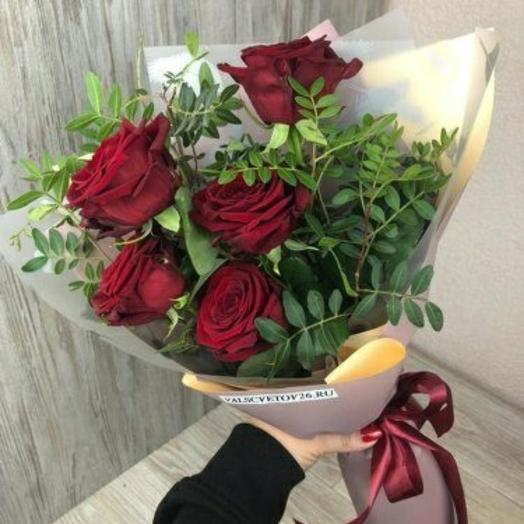 5 красных роз с оформлением 😍