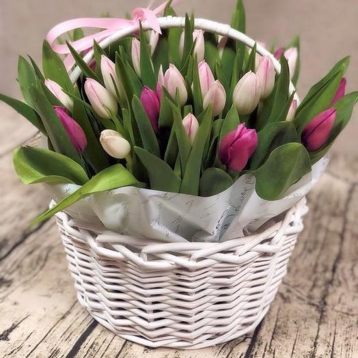 Корзина с тюльпанами 35 шт