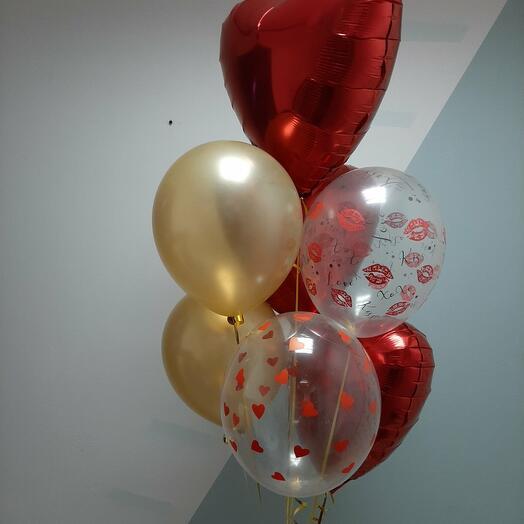 Фонтан из шариков с красными 💕 сердцами