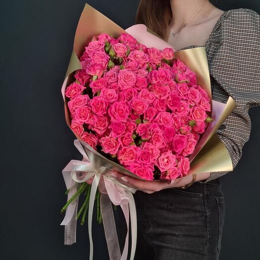 Пышный букет из кустовых роз