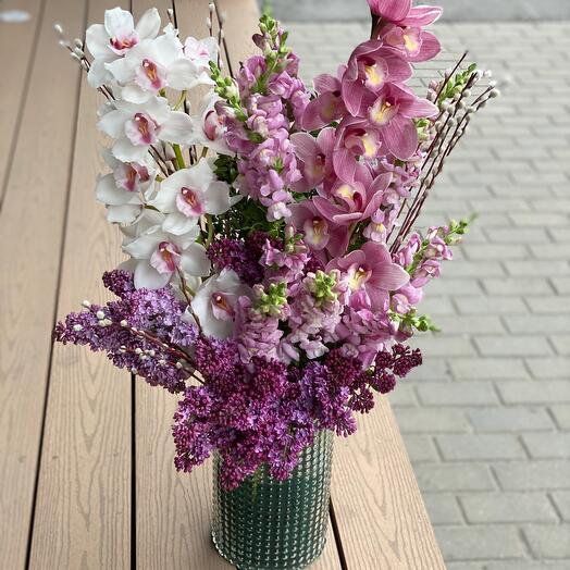 Орхидеи с сиренью и антиринумом