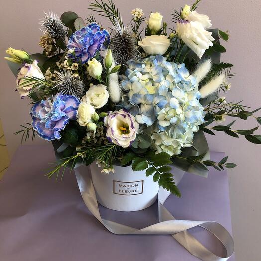 Цветы в коробке с гортензией