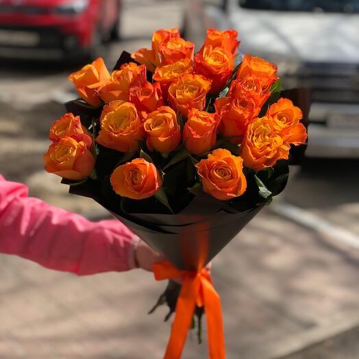 Букет из 21 розы с оформлением