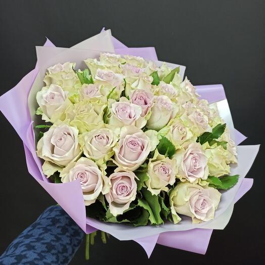 35 лавандовых роз