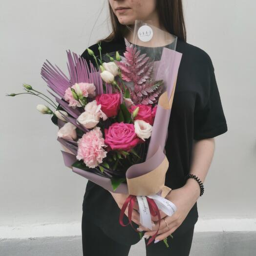Букет Роз, Эустом, Диантусов и Ледерварена