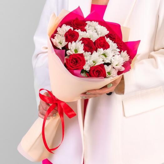 Сборный букет с розой и хризантемой