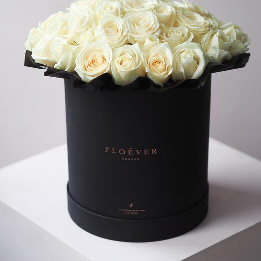 Розы Аваланж в черной коробке XL