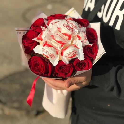 Розы и рафаэло