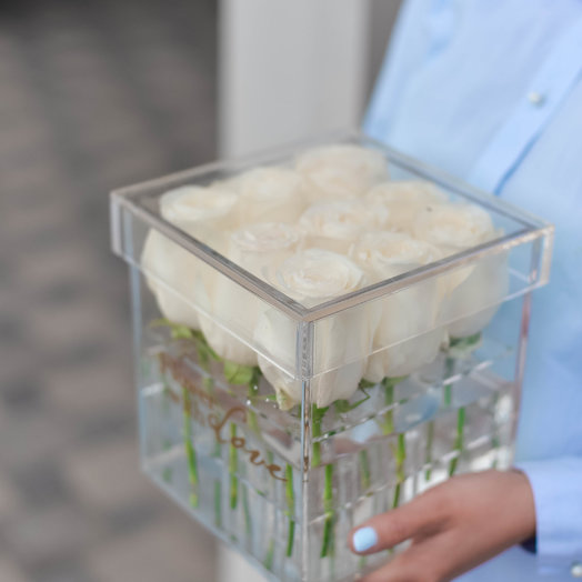 Розы в прозрачном боксе: букеты цветов на заказ Flowwow