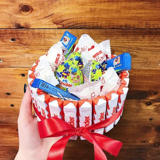 Коробочка Kinder со сладостями mix: букеты цветов на заказ Flowwow