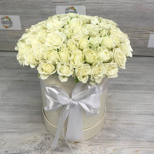 Коробки с цветами. Кустовые розы. N82: букеты цветов на заказ Flowwow