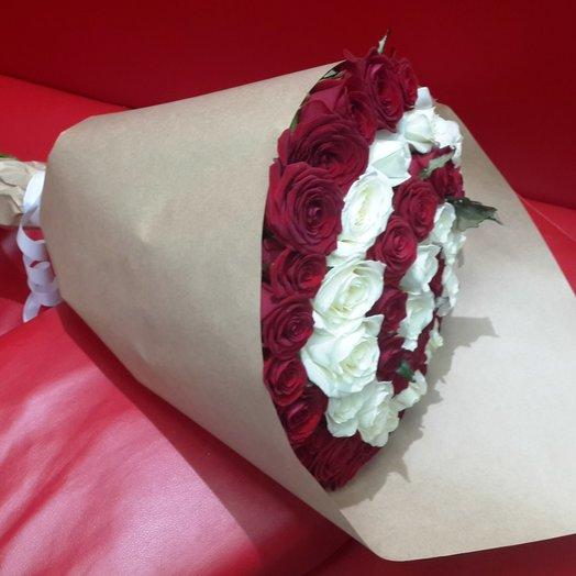 51 роза «Красное и белое»