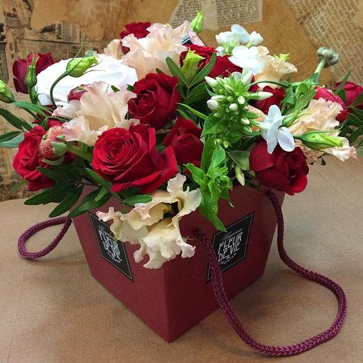 Композиция в бордовой коробочке: букеты цветов на заказ Flowwow