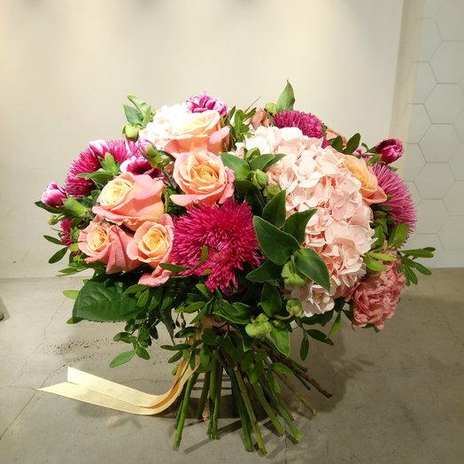 Гвоздика и гортензия: букеты цветов на заказ Flowwow