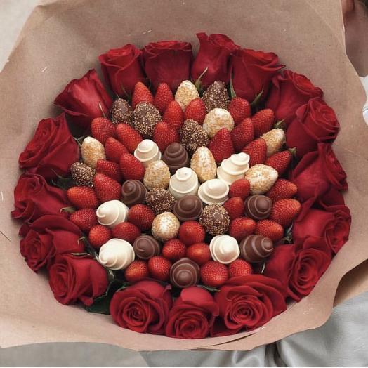 Клубничный букет с розами «Эден»: букеты цветов на заказ Flowwow