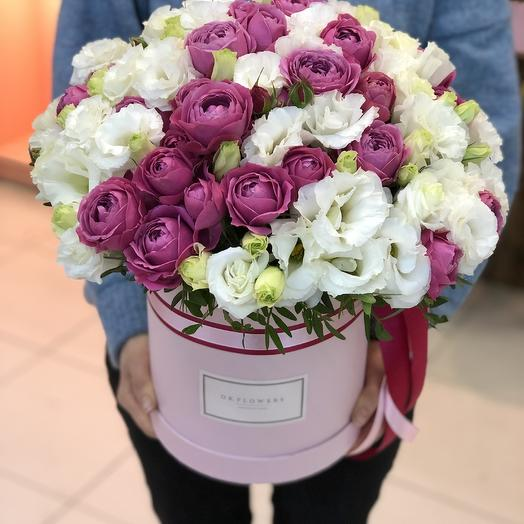 Коробочка с пионовидными розами и эустомой