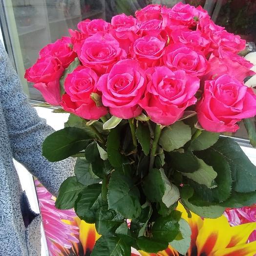 25 алых роз: букеты цветов на заказ Flowwow