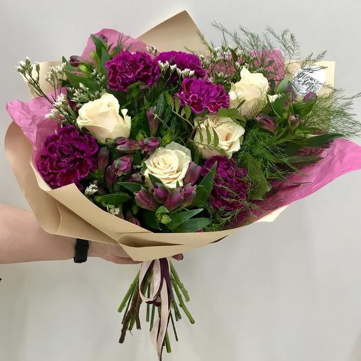 Букет из гвоздики и роз: букеты цветов на заказ Flowwow