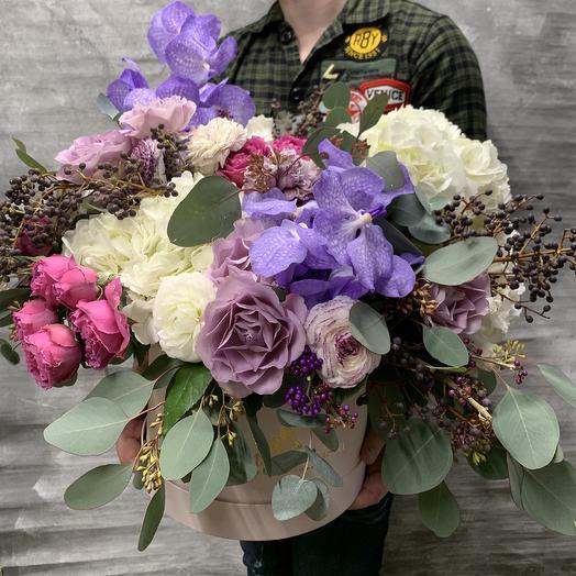 Яркая шляпная коробка с орхидеей и гортензией: букеты цветов на заказ Flowwow