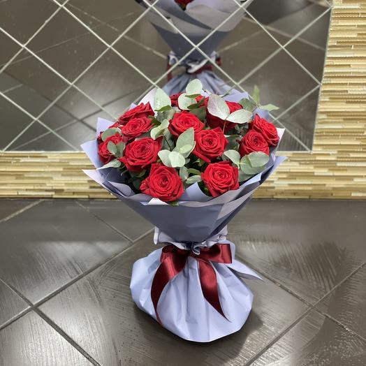 Букет из 15 роз и эвкалипта: букеты цветов на заказ Flowwow