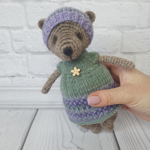 Вязаная игрушка ручной работы - Мишка в зелёном платье