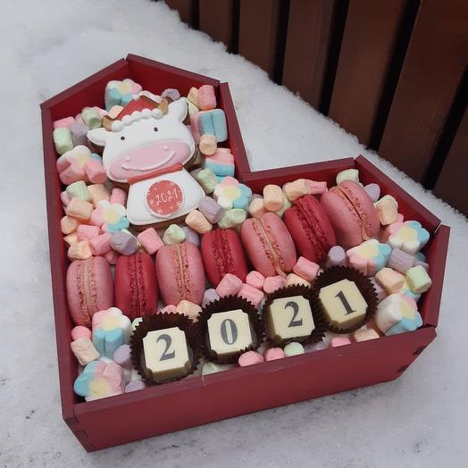 """Новогодняя композиция из маршмеллоу, макаронс и пряника """"2021"""""""