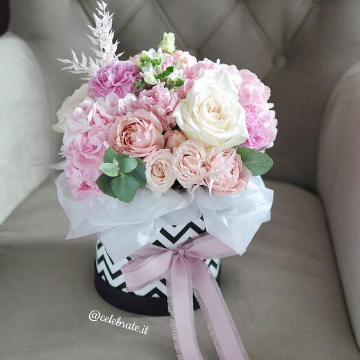 Цветы в стильной коробке