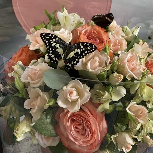 букет с живыми бабочками
