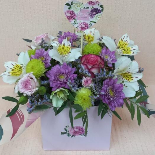 Цветы в коробке с 💜