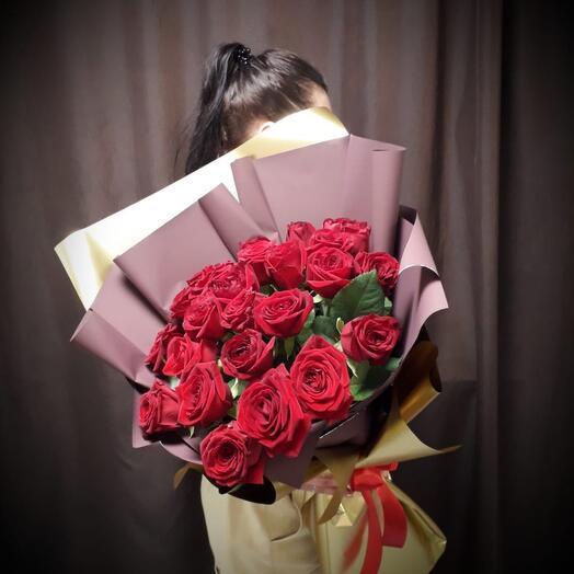 Букет из 21 высокой розы