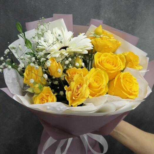 Букет Приятный Момент с розами и гипсофилой