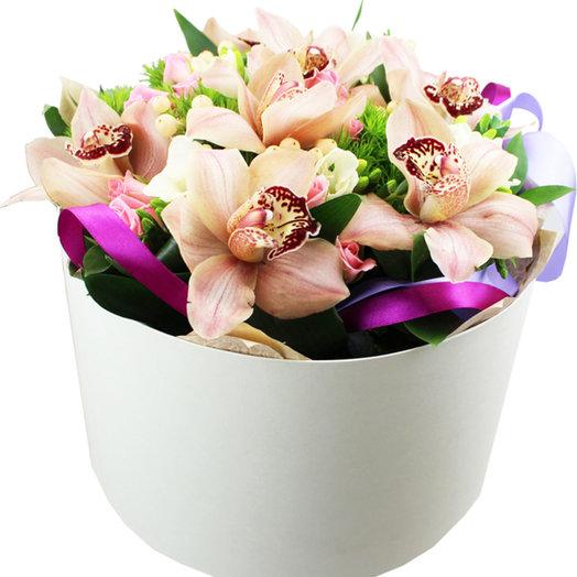 Композиция в шляпной коробке Диковинка: букеты цветов на заказ Flowwow