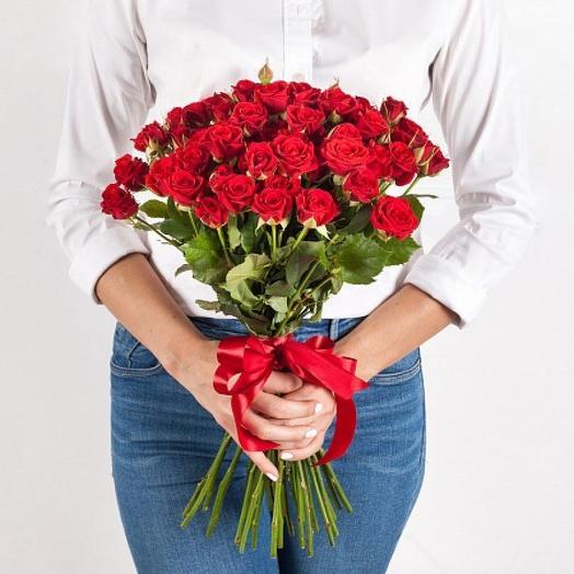 Букет из 21 красной кустовой розы 50 см: букеты цветов на заказ Flowwow