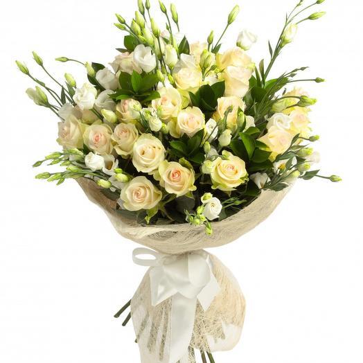 НЕЖНЫЙ БУКЕТ ИЗ ЭУСТОМ И КУСТОВЫХ РОЗ: букеты цветов на заказ Flowwow