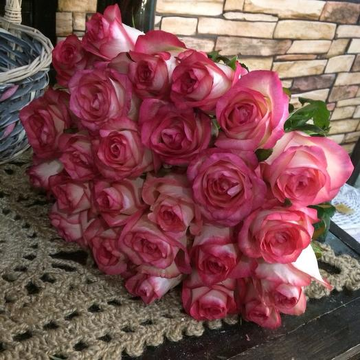 25 Розовых крупных роз