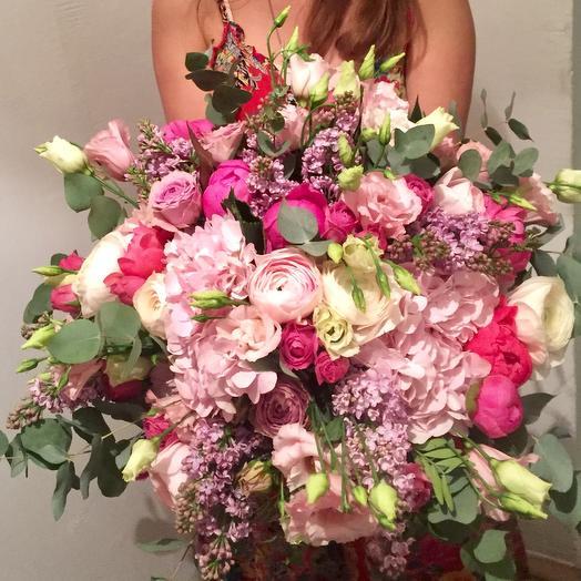 Бомбический букет с сиренью , пионами и ранункулюсами: букеты цветов на заказ Flowwow