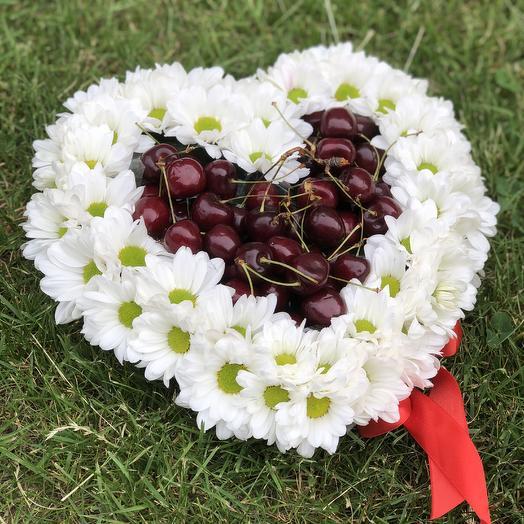 Сердце с черешней: букеты цветов на заказ Flowwow