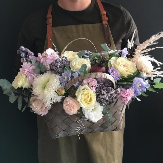 Осеняя корзина с гранатом: букеты цветов на заказ Flowwow
