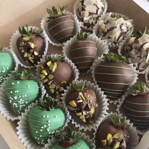 Коробочка клубники в шоколаде: букеты цветов на заказ Flowwow