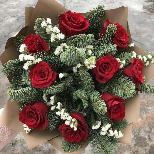 Букет из 9 роз и веточкой нобилиса