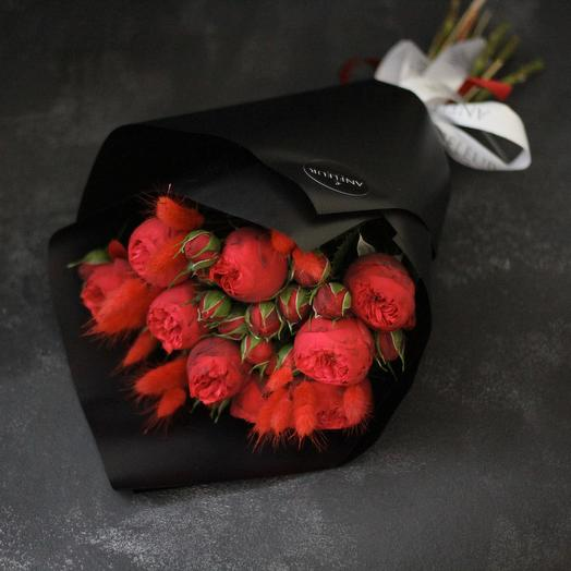 Моно-букет пионовидных роз Ред Пиано: букеты цветов на заказ Flowwow