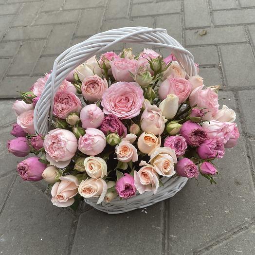 Корзина пионовидных роз: букеты цветов на заказ Flowwow