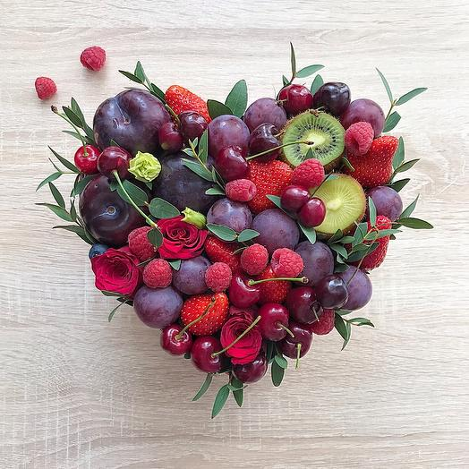 Ягодное с фруктами
