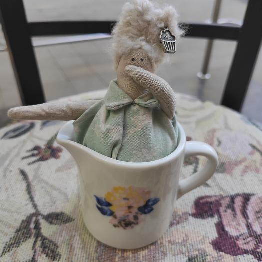 Кукла в молочнике