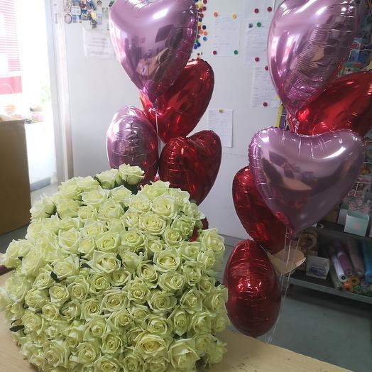 Букет из 101 розы и фонтаны из шаров