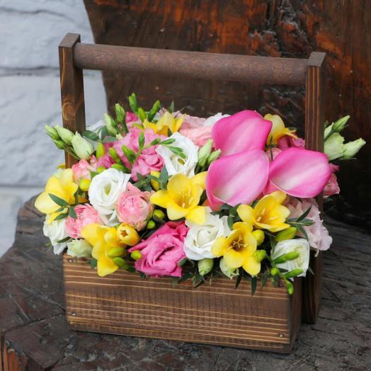 Цветочная композиция в ящике Розовое настроение