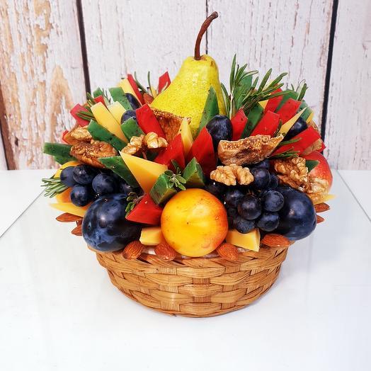 Букет из фруктов и сыра