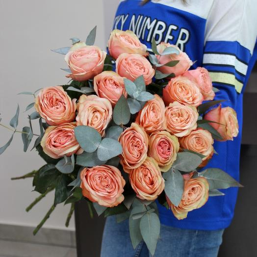 19 роз с эвкалиптом