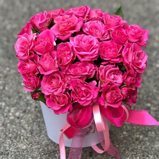 Коробка с розовыми кустовыми розами